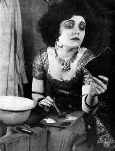 1922 Pola Negri applying make-up