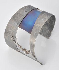 Velvet Prison Cuff Statement Jewelry Modern Greek by SilverTownArt Modern Jewelry, Boho Jewelry, Jewelry Art, Gemstone Jewelry, Silver Jewellery, Greek Jewelry, Titanium Jewelry, Jewelry Bracelets, Bangles