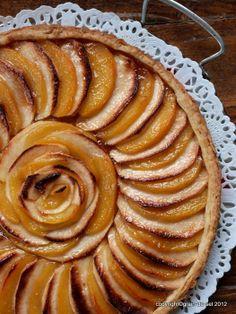 grain de sel - salzkorn: Mit vollen Fanfaren: Apfel-Quitten-Tarte mit Salzbutter-Karamell nach Lea Linster