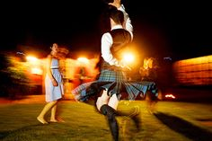Scotsman dancing in traditional kilt on the wedding at Musella in Verona, Italy www.samorovan.com
