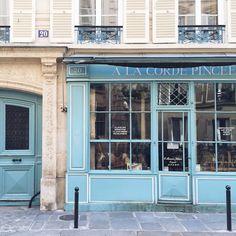 The charming blue façade of À la Corde Pincée in Paris.