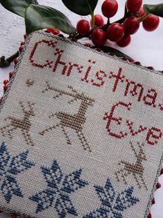 Gisteravond druk mee geweest, maar nu is hij klaar. Christmas Eve is de naam van het patroontje van deze mooie pinkeep. De kleuren heb ik ze...