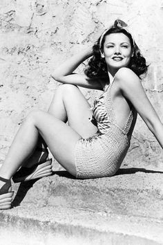 Vintage swim: Gene Tierney, by George Hurrell, 1945 Old Hollywood Glamour, Golden Age Of Hollywood, Vintage Glamour, Vintage Hollywood, Hollywood Stars, Vintage Beauty, Classic Hollywood, George Hurrell, Gene Tierney