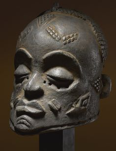 Luluwa Helmet Mask, Democratic Republic of the Congo Height: 13 in cm) Merton D. Simpson, New York Werner Muensterberger, New York, acquired from the above in June/July 1959 African Masks, African Art, Art Tribal, Art Premier, Masks Art, Afro Art, African Culture, Ocean Art, Art Market