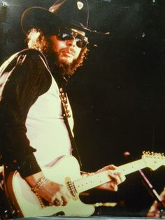 Hank Jr at the Coliseum in mid Country Musicians, Country Artists, Hank Williams Sr, Outlaw Country, Guitar Chords, Family Traditions, Jr, Concert, 1980s