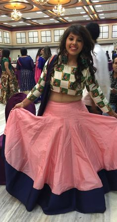 Love dis one 💕 Lehga Choli, Designer Lehnga Choli, Silk Saree Blouse Designs, Choli Designs, Stylish Dress Designs, Stylish Dresses, Indian Attire, Indian Wear, Indian Dresses