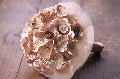 Bouquet tema viaggi realizzato con fiori di carta (mappa geografica) e decorato con elementi vintage come  bussole e mongolfiere by Trilli e Gingilli - info@trilliegingilli.com - www.trilliegingilli.com