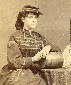 1860s-CIVIL-WAR-Vivandieres-DAUGHTER-of-The-REGIMENT-Woman-in-UNIFORM-w-CASK