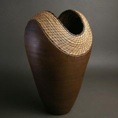 Hannie Goldgewicht - Ceramic and pine needle basketry