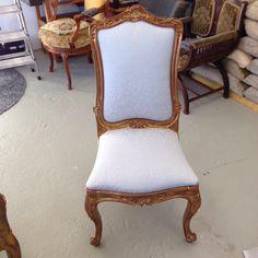 Neu bezogener Stuhl