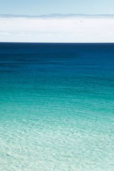 ☂ Turquoise water ☂ Z Sea And Ocean, Ocean Beach, Ocean Waves, No Wave, Turquoise Water, Ciel, Seaside, Beautiful Places, Surfing