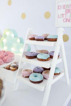 Detalhes dos doces para compor a mesa com tema Doces sonhos, aniversário de 1 ano da Branca, filha da fotógrafa Rejane Wollf. Foto: Bia Soave