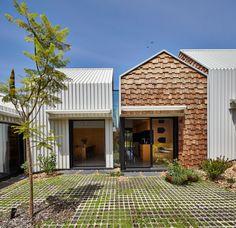 Casa de suburbio en Australia reformada y ampliada como si fuera una pequeña aldea.