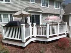 White/brown contrast on composite deck