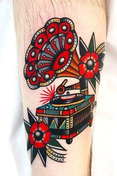 American Traditional Tattoos: Their History And Meaning - Wormhole Tattoo 丨 Tattoo Kits, Tattoo machines, Tattoo supplies Traditional Tattoo Colours, Traditional Tattoo Skull, Traditional Tattoo Sleeves, Sleeve Tattoos For Women, Tattoos For Guys, Black Tattoos, Body Art Tattoos, Xoil Tattoos, Forearm Tattoos