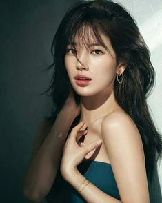 Have a look at the pictures of top 20 pretty Asian women in the world. Most of them look so beautiful with their glossy hair and porcelain skin. Korean Beauty, Asian Beauty, Korean Makeup, Asian Models Female, 10 Most Beautiful Women, Beautiful Asian Girls, Beautiful Pictures, Oriental, Beautiful Disaster