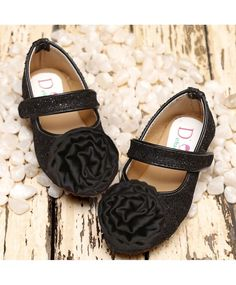 Buy Dchica Style & Shimmery Shoes Black for Girls (4-4 Years) Online in India at best price from FirstCry.com. ✓ Free Shipping ✓ 30 Days Return ✓ COD options available.