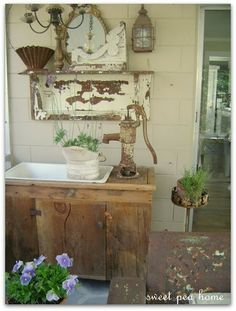 Old Country Porch.would love a pitcher pump on my porch. Old Water Pumps, Outdoor Sinks, Outdoor Benches, Garden Benches, Rustic Outdoor, Flea Market Gardening, Potting Tables, Estilo Country, Garden Styles