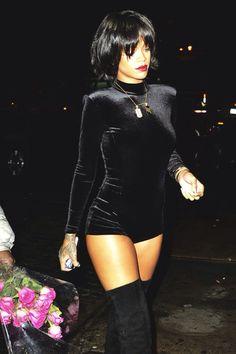 Riri in all black she's ready to go to the cemetery kill em.❤️❤️