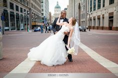 monument-circle-wedding-pictures.jpg