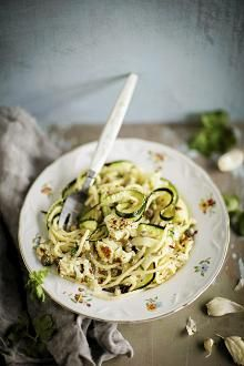 Zucchini and cauliflower pasta Vegetarian Recipes, Cooking Recipes, Healthy Recipes, Clean Eating, Healthy Eating, Savory Snacks, Just Cooking, Pasta Dishes, Pasta Food