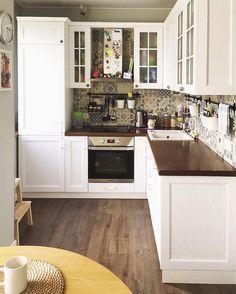 "322 Likes, 6 Comments - Красивые кухни на заказ (@mikson.su) on Instagram: ""Кухня из массива ясеня с фасадами Ларс для Дарьи. #ФасадЛарс #декор #кухнииталии #кухня #интерьер…"""