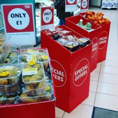 Peras tomates brócolis e cebolas...@supervaluni Supervalu em Derry.  #supervalu #supermarket #supermercados #Derry #Londonderry #IrlandadoNorte #NorthernIreland #ViajandonoBlogemDerry #ViajandonoBlognaIN #VisitDerry #Irelands2017 #Irlandas2017 #TuaisceartÉireann #UK #ReinoUnido  #compras #viajantesolo #mulherviajante #traveler #justdoit #euquiseutrabalheieufiz #workhardplayhardtravelhard #workhardplayhard #NorthernIrelandTrips @visitderrycity
