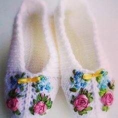 How to knit crochet basket video tutorial Knitting Socks, Hand Knitting, Knitting Patterns, Crochet Patterns, Knitting Needles, Crochet Gifts, Crochet Yarn, Free Crochet, Simple Crochet