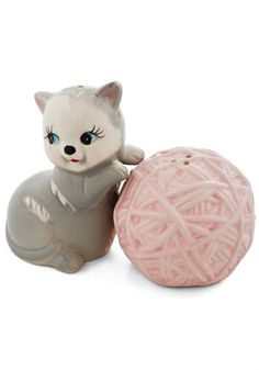 Kitten Confidential Shaker Set. Just DYING from the cute. #ModCloth