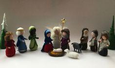 Weihnachtskrippe, bestehend aus: Maria,Josef,Christkind,Verkündigungsengel,3 Hirten,2 Schafe und die drei Heilige Könige. Figuren sind nass gefilzt. Die Armen sind biegsam. Figuren sind...