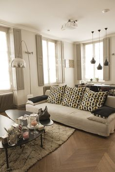 1000 images about d co int rieur on pinterest salons deco salon and beige couch. Black Bedroom Furniture Sets. Home Design Ideas