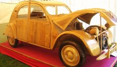 In admiration with this fan who built a magnificent life-size wooden #2CV! #CitroenFanArt