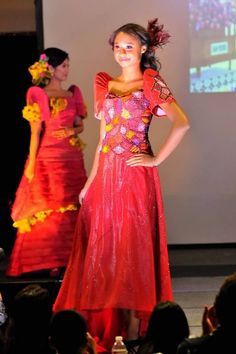 Long dress yang cantik in tagalog Filipiniana Dress, Thinking Day, All About Fashion, Vintage Beauty, Dance Costumes, Traditional Dresses, Evening Gowns, Formal Dresses, Long Dresses