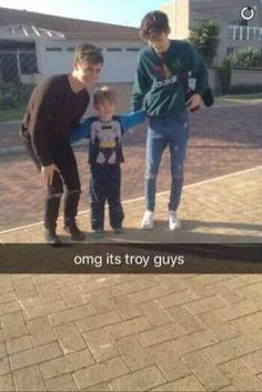 WTF THEY FUCKING SPELLED HES NAME WRONG WTFFFFF ITS TROYEEEE
