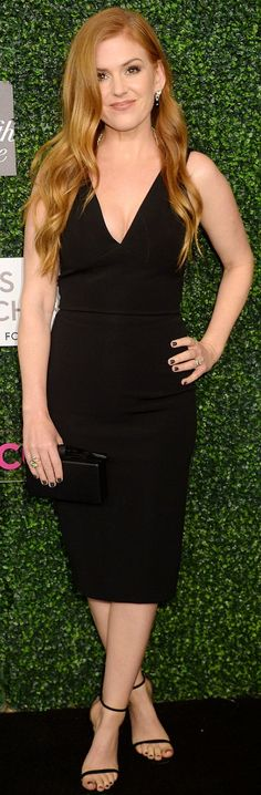 Who made Isla Fisher's black dress, jewelry, clutch handbag, and black halter dress?