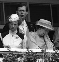 La reine Elizabeth II avec la princesse Anne au Derby d'Epsom (juin 1985)