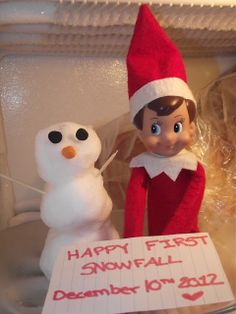 Elf on the Shelf made a Snowman-sign could read ''dreaming of a white christmas'' Christmas Love, All Things Christmas, Christmas Crafts, Christmas Ornament, Elf On The Shelf, Outdoor Fotografie, Elf Auf Dem Regal, Elf Funny, Make A Snowman