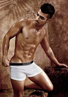 GUESS taps into the star power of Joe Jonas for its spring-summer 2017 underwear campaign. Jonas takes to photo studio with photographer Yu Tsai for the…