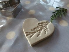 Salt dough or air dry clay ornament with natural impression from nature elements such as this cedar! Salt dough or air dry clay ornament with natural impression from nature elements such as this cedar! Salt Dough Crafts, Salt Dough Ornaments, Clay Ornaments, Homemade Ornaments, Snowflake Ornaments, Salt Dough Projects, Garden Ornaments, Natal Natural, Navidad Natural