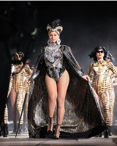 Beyonce's dancers set the tone for the opening of the Queen's Coachella performance wearing BlackMilk's customized King Tut swimsuit. Estilo Beyonce, Beyonce Style, Beyonce Coachella, Coachella Festival, Beyonce Knowles Carter, Beyonce And Jay Z, Blue Ivy, King B, Dance Costumes