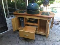 Love having backyard parties? You will surely like this DIY barbecue grill table! Barbecue parties are fun but they are a lot more enjoyable when you are cookin Big Green Egg Grill, Big Green Egg Outdoor Kitchen, Big Green Egg Table, Green Eggs, Backyard Kitchen, Backyard Bar, Backyard Ideas, Grill Table, Grill Cart