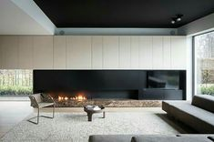 Linear gas fireplace with niche