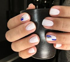 The advantage of the gel is that it allows you to enjoy your French manicure for a long time. There are four different ways to make a French manicure on gel nails. White Nail Designs, Short Nail Designs, White Nails With Design, New Year's Nails, Hair And Nails, New Years Nail Designs, Uñas Fashion, Minimalist Nails, Manicure E Pedicure
