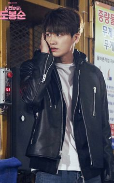 Park Hyung Sik as Ahn Min Hyuk - the trap to catch the kidnapper is set Park Hyung Sik, Cute Korean, Korean Men, Asian Men, Asian Actors, Korean Actors, Korean Idols, Strong Girls, Strong Women