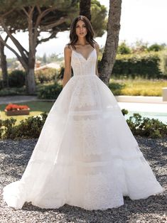 Explore our Wedding Dresses and feel Unique: One bride, One shape, One Unique dress. Discover our Cocktail Gowns from Pronovias. Cinderella Dresses, Mermaid Dresses, Bridal Dresses, Pronovias Wedding Dress, Couture Wedding Gowns, Pronovias Dresses, Spaghetti Strap Dresses, Spaghetti Straps, Bustier