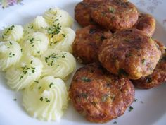 Chiftelute de pui - imagine 1 mare Romanian Food, Romanian Recipes, Holidays And Events, Good Food, Menu, Cooking Recipes, Dishes, Ethnic Recipes, Foods