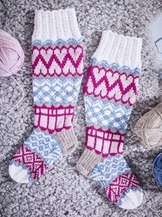 Boot Cuffs, Diy Projects To Try, Knitting Socks, Christmas Stockings, Gloves, Holiday Decor, Tutorials, Knit Socks, Needlepoint Christmas Stockings
