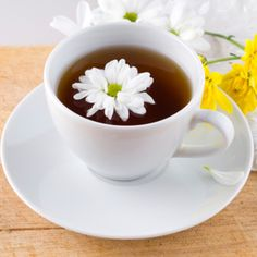 Herbs like thyme and chamomile can help soothe inflammation of the throat. Raspberry Tea, Chamomile Tea, Heartburn, How To Relieve Stress, Tea Time, Tea Pots, Stuff To Do, Herbs, Canning