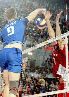 ivan zaytsev Volleyball Tumblr, Volleyball Photos, Volleyball Players, Men's Volleyball, Sport Icon, Male Figure, Baseball, Valentino, People