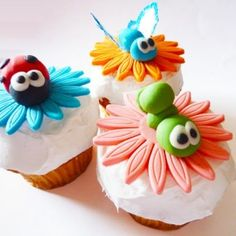 Bugs Couture Cupcakes so cute! Bug Cupcakes, Fancy Cupcakes, Animal Cupcakes, Yummy Cupcakes, Butterfly Cupcakes, Birthday Cupcakes, Button Cupcakes, Garden Cupcakes, Decorated Cupcakes